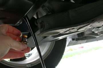 how to drain excess oil from car