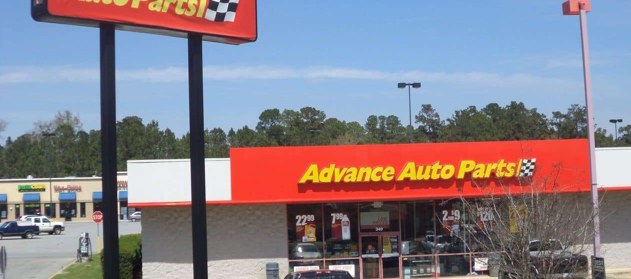 Is Advance Auto Parts open on Sunday?