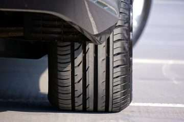 how much does a car tire weigh